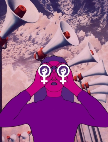 Das Bild des Flyers des Frauen*streikkollektiv Zürichs. Eine pinke Frau in violettem Rollkragenpullover und mit violetten Haaren schaut durch einen feministischen Feldstecher nach vorne.  Im Hintergrund hat es rosa Wolken und viele aufgesteltte hohe Lautsprecher