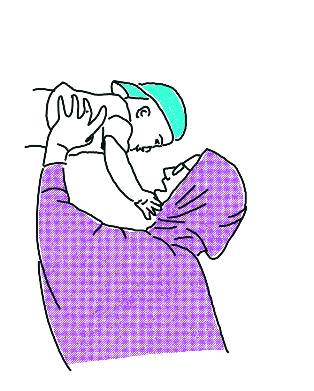 gezeichnet: Person in violettem Kapuzenpullover hält ein Kind mit türkisem Cap in die Luft