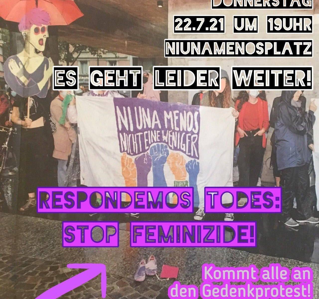 """Ein Foto des Ni Una Menos Protestes auf dem Ni Una Menos Platz bei Regen. Das Transparent auf dem steht """"Ni Una Menos Nicht eine Weniger"""" und viele hochgestreckte Fäuste ist zu sehen und daneben ein Klageweib aus Karton. Über dem Foto steht """"Es Geht Leider Weiter! Respondemos Todes: Stop Feminizide Kommt alle an den Gegenprotest!"""" und die Daten des Protests, siehe Veranstaltung"""